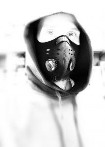 Velik mit Maske